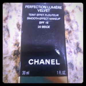 Chanel perfection lumiere velvet 20B